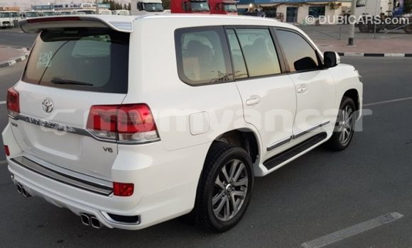 Buy Import Toyota Land Cruiser White Car in Import - Dubai in Ayeyarwady